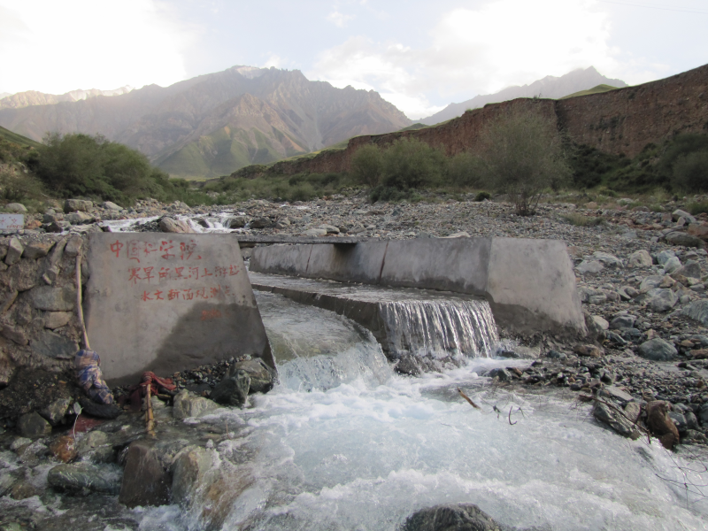 Runoff dataset in Hulugou outlet of Qilian station in the upstream of the Heihe River (2012)